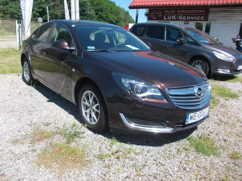 "<p>Opel Insignia 1.8 Benzyna <span style=""font-size: large;""><strong>cena 170 zł/doba</strong></span></p>"