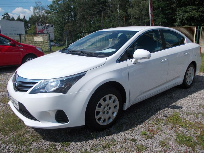 "<p>Toyota Avensis 1.6 benzyna <span style=""font-size: large;""><strong>cena 160 zł /doba</strong></span></p>"