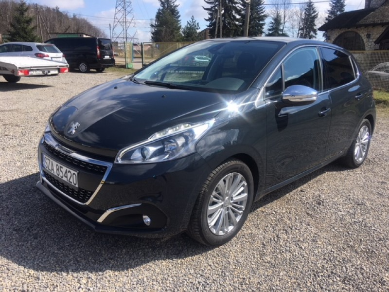 <p>Peugeot 208 1.2 Benzyna</p>